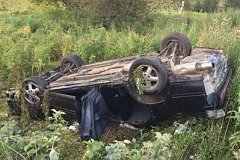 Перевернувшаяся иномарка придавила на смерть выпавшего пассажира в Хабаровском крае