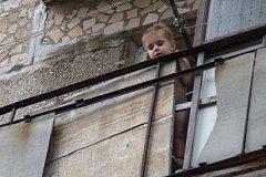 В Хабаровском крае поймали ребенка, свалившегося с балкона четвертого этажа