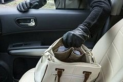 300 тысяч рублей похитили у хабаровчанки из под носа