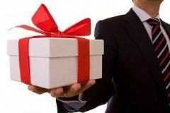 Учителям и врачам не станут запрещать принимать подарки