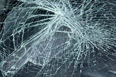 Водитель иномарки погиб, врезавшись в дерево под Хабаровском