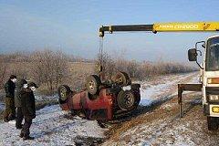 Внедорожник вылетел с трассы и перевернулся под Хабаровском (фото)