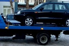 В Хабаровске украли автомобиль на эвакуаторе