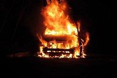 Дорогую иномарку сожгли во дворе хабаровской многоэтажки