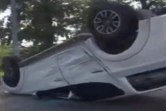 Пикап приземлился на крышу после столкновения с джипом под Хабаровском (фото)