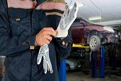 Сотрудник автосервиса обманывал клиентов на крупные суммы в Хабаровске