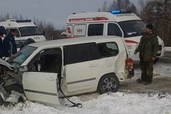 МЧС спасали пострадавших в серьезном ДТП на трассе Хабаровск - Комсомольск (фото)