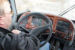 Водителям хабаровских автобусов придется доказывать пассажирам свой профессионализм