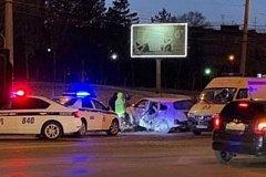Автомобиль ГИБДД врезался в машину с детьми в Хабаровске (фото)