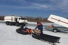 Спасатели достали тело водителя из провалившегося под лед внедорожника в Хабаровском крае