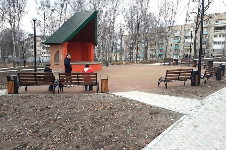 Вандалы украли скамейки из отремонтированного сквера в Хабаровске фото 2