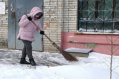 Коммунальные службы ликвидируют последствия очередного снегопада в Хабаровске