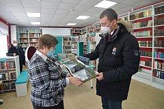 Михаил Дегтярев в библиотеках БАМовских поселков подписал свои книги