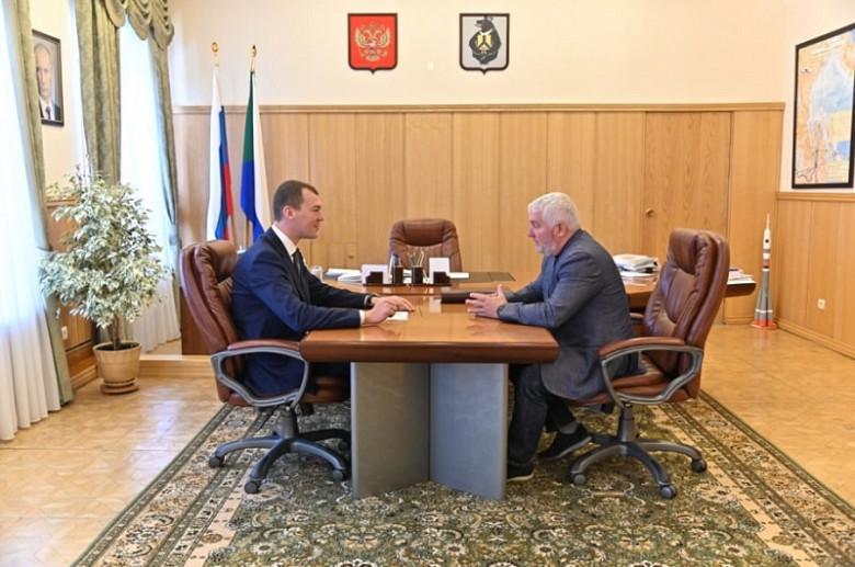 Дегтярев встретился с региональным руководителем одной из новых политических партий фото 2