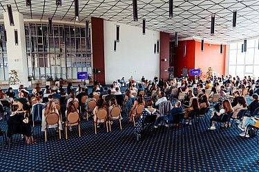 Мастер-классы по ТикТоку прошли во Владивостоке в рамках Медиасаммита