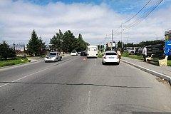 В Хабаровске пьяный мотоциклист без прав сбил пешехода и врезался в автобус