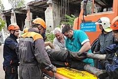 Многотонная плита рухнула на комсомольчанина во время демонтажа заброшенного здания