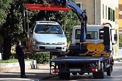 В Комсомольске эвакуатор повалил столб на дорожного рабочего, мужчина погиб