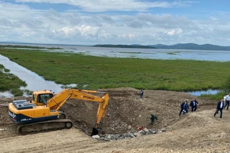 В Комсомольске-на-Амуре возобновилось строительство Мылкинской дамбы фото 2